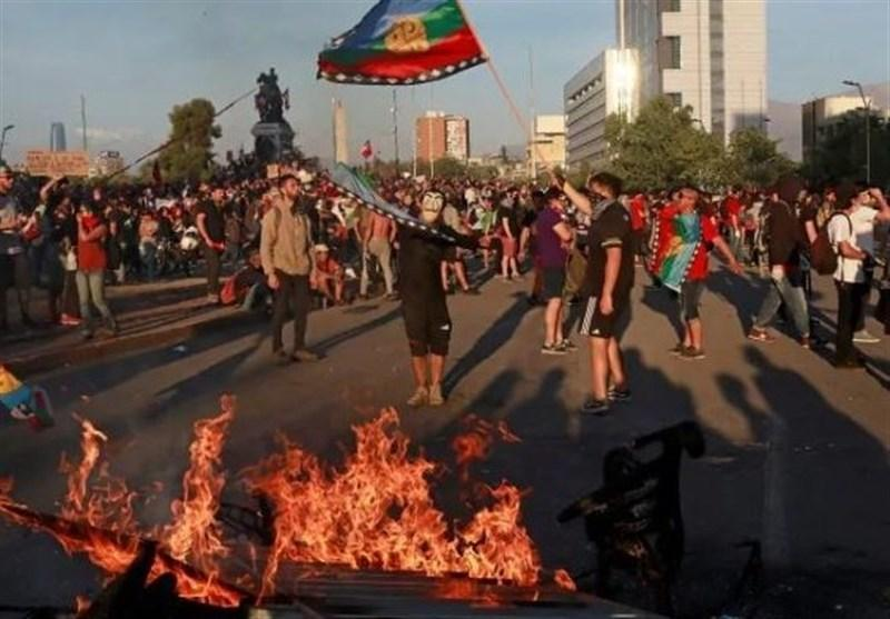 رئیس جمهور شیلی کابینه را منحل کرد، اعتراضات ادامه دارد