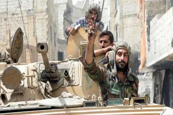 مقابله پدافند ارتش سوریه با پهپاد تروریست ها در حماه