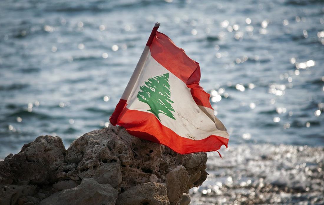 فیلم، کرونا در لبنان: کشیش مسیحی به صورت هوایی مردم را دعا می کند!