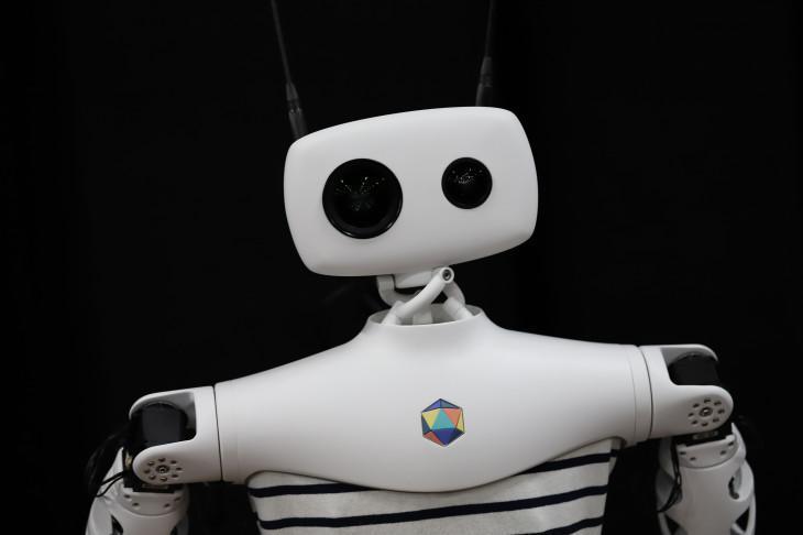 ربات ها تعاملات انسان را بهبود می دهند ، اعتراف راحت آدم آهنی ها به یک اشتباه