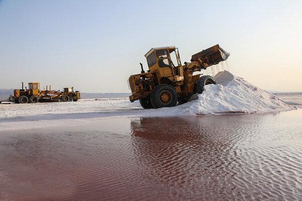 تصاویر ، برداشت نمک از دریاچه حوض سلطان
