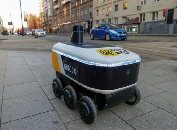 ربات روسی غذای دانشجویان آمریکایی را تحویل می دهد