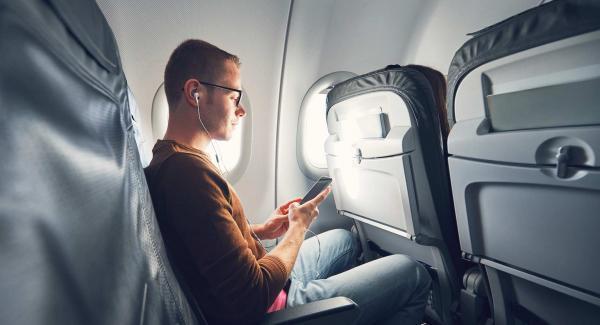 چرا در هواپیما باید تلفن را روی حالت پرواز قرار داد ؟